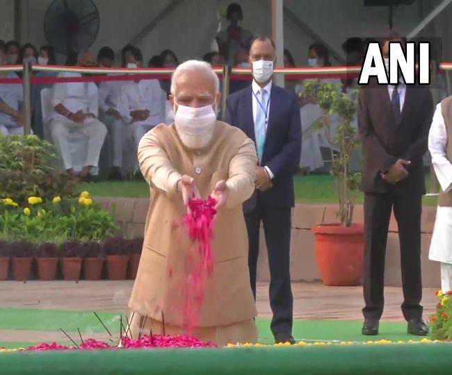 PM Modi, Amit Shah pay tributes to Mahatma Gandhi, Lal Bahadur Shastri on their birth anniversaries, say 'their principles give strength to millions'