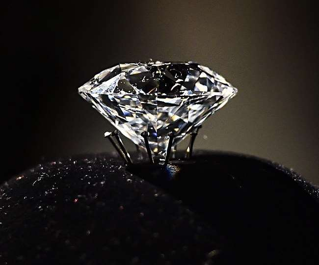 Whoa! 4 labourers in Madhya Pradesh find 8.22 carat diamonds, earns over Rs 40 lakhs in auction