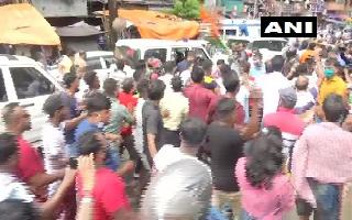 Ahead of by-poll, TMC, BJP workers clash in Bhabanipur, Dilip Ghosh..
