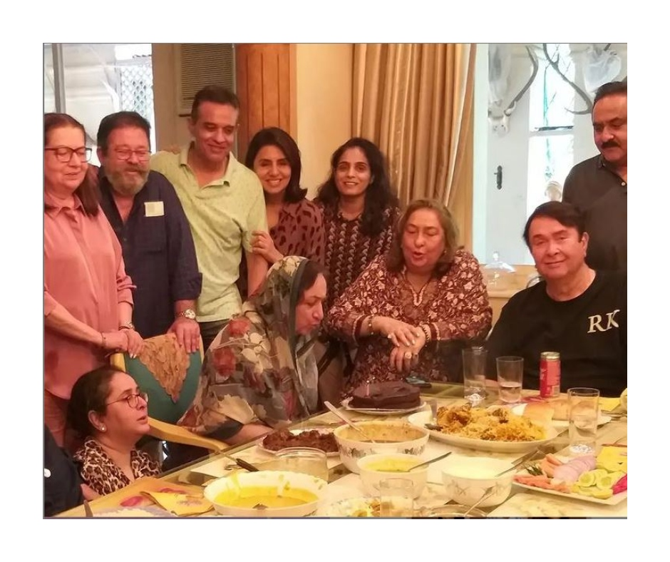 Neetu Kapoor, Babita Kapoor and other Kapoors get together for lunch party while Kareena enjoys biryani at home | See pics