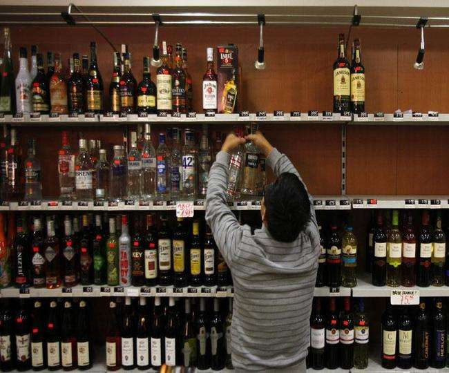 Private liquor shops in Delhi to be closed for 45 days from October. Here's why