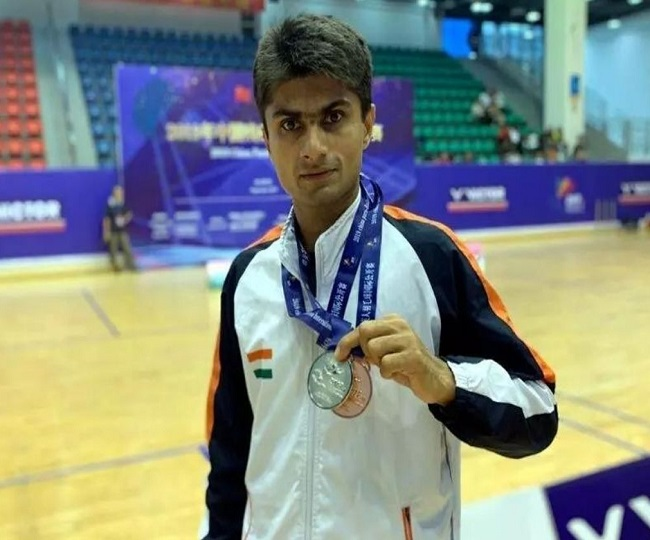 Tokyo Paralympics: Noida DM Suhas LY storms into men's singles SL4 badminton final; India assured of another medal