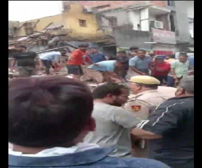3 killed as 4-storey building collapses in Delhi's Sabzi Mandi area; rescue operations underway